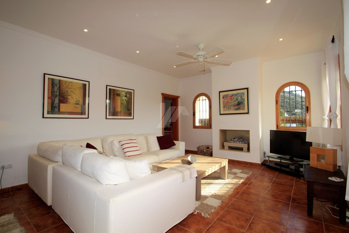 Villa zum Verkauf in Moraira, nahe am Strand.