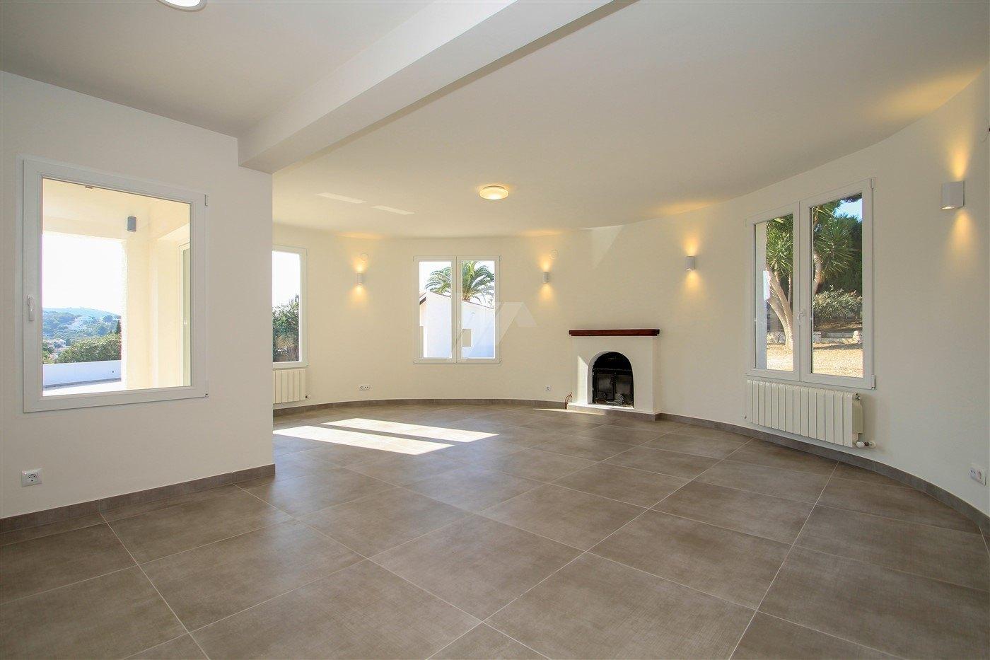 Renovierte Villa zum Verkauf in Moraira, Costa Blanca.